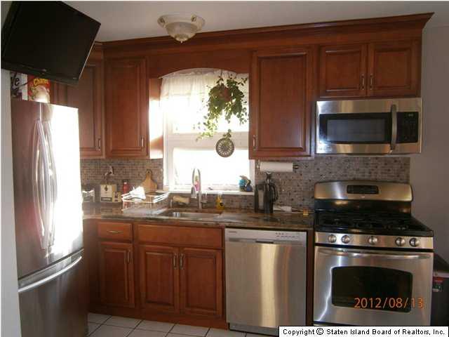 Arrochar Staten Island Three Bedroom House forRent-$2,100